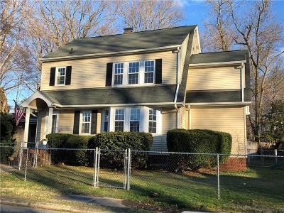 East Providence Single Family Home For Sale: 764 Veterans Memorial Pkwy