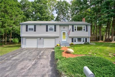 West Warwick Single Family Home For Sale: 86 Deerfield Dr