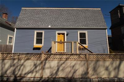 Newport Single Family Home For Sale: 9 Cherry St