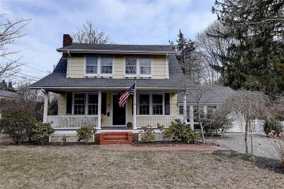 Barrington Single Family Home Act Und Contract: 17 Chachapacassett Rd