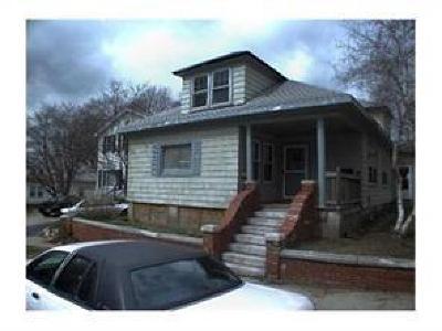 Providence RI Single Family Home For Sale: $185,000