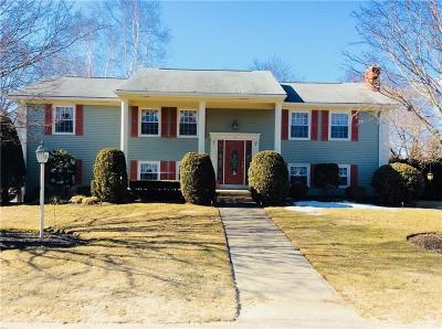 Smithfield Single Family Home For Sale: 14 Laurel Hill Dr