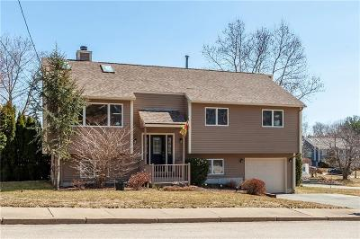 Single Family Home For Sale: 10 Woodcrest Ct