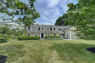 Bristol County Single Family Home For Sale: 60 Touisset Rd