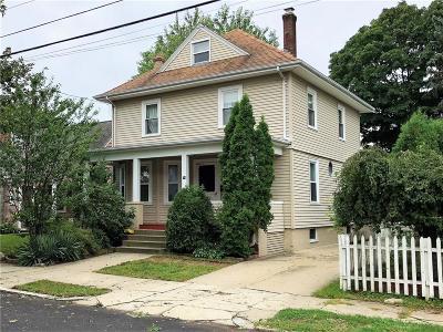 Providence County Single Family Home For Sale: 74 Oakland Av