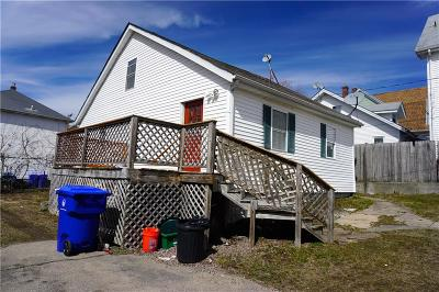 Pawtucket RI Single Family Home For Sale: $209,900