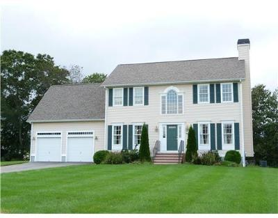 Seekonk Single Family Home For Sale: 14 Chelsea Dr