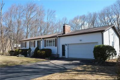 Cranston Single Family Home For Sale: 40 Carrie Ann Dr