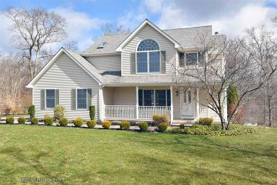 Tiverton Single Family Home For Sale: 16 Bayberry Lane