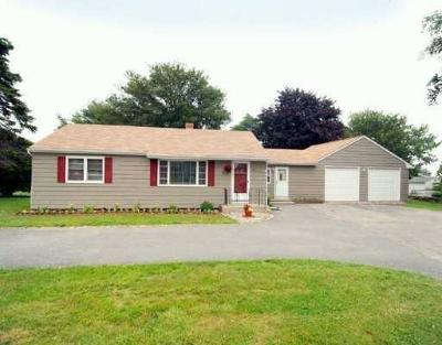 Newport County Single Family Home For Sale: 1365 East Main Rd