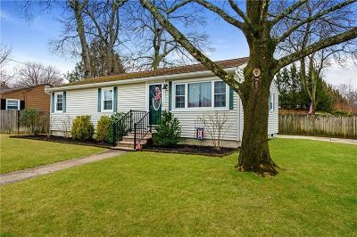 North Providence Single Family Home For Sale: 102 Jacksonia Dr