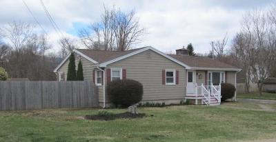 Tiverton Single Family Home Act Und Contract: 55 Kaufman Rd