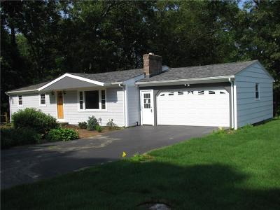 East Greenwich Single Family Home For Sale: 58 Mayflower Dr