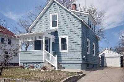 Cranston Single Family Home For Sale: 195 Bay View Av