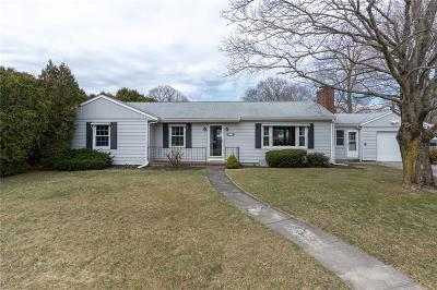 North Kingstown Single Family Home For Sale: 15 Hunts River Dr