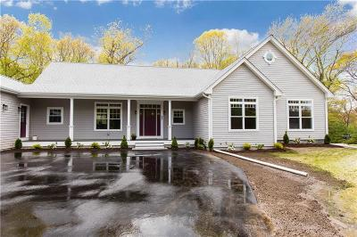 North Kingstown Single Family Home For Sale: 33 Wentworth Dr