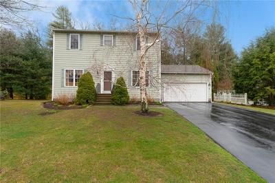 North Kingstown Single Family Home For Sale: 242 Orchard Woods Dr