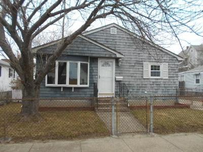 Providence County Single Family Home For Sale: 32 Ordway St