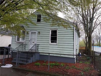 Pawtucket Single Family Home For Sale: 17 Hurley Av