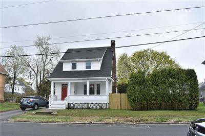Cranston Single Family Home For Sale: 40 Oakland Av