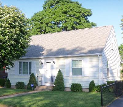 Pawtucket RI Single Family Home For Sale: $212,000