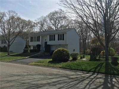 North Kingstown Single Family Home For Sale: 41 Red Maple Ter