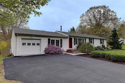 North Kingstown Single Family Home For Sale: 107 Chaucer Dr