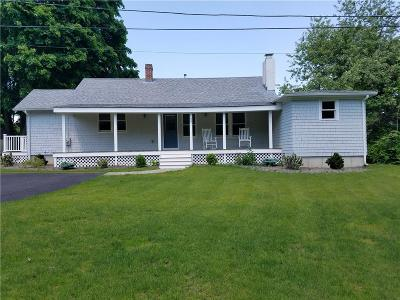 South Kingstown Single Family Home For Sale: 25 Hunt Av