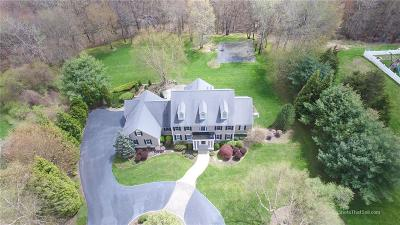 North Kingstown Single Family Home For Sale: 86 Delta Dr