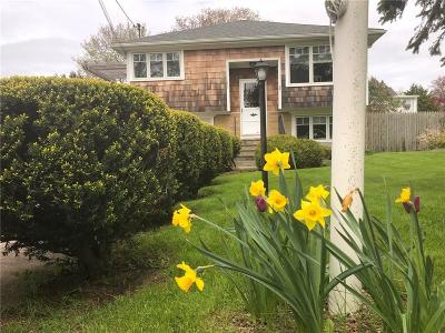 Middletown Single Family Home For Sale: 136 Newport Av
