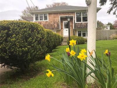 Middletown Single Family Home For Sale: 136 Newport Av