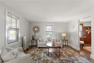 West Warwick Single Family Home Act Und Contract: 30 Barnes St