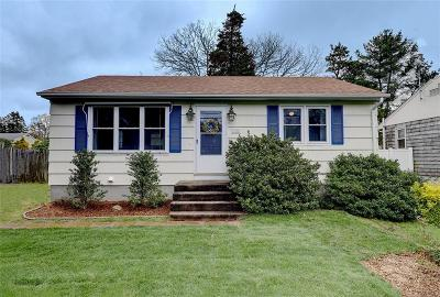 South Kingstown Single Family Home For Sale: 135 Holly Rd