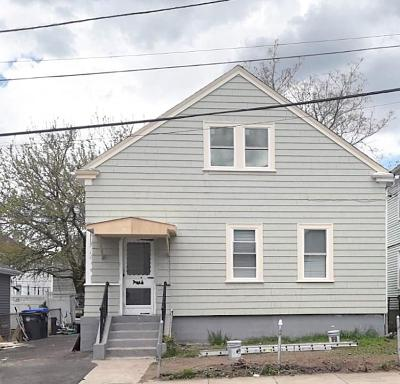 Providence RI Single Family Home For Sale: $190,000