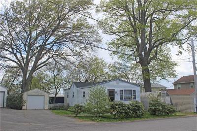 Newport RI Single Family Home For Sale: $240,000