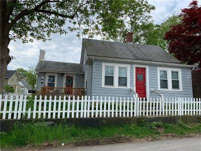 East Greenwich Single Family Home For Sale: 77 Long St