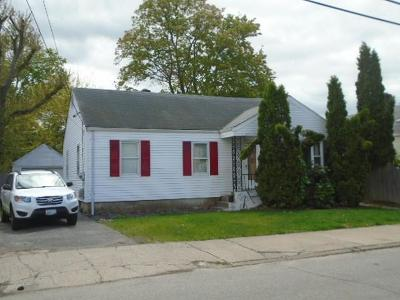 Pawtucket Single Family Home For Sale: 207 Evergreen St