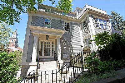 Condo/Townhouse Act Und Contract: 277 Benefit St, Unit#2 #2