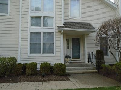 East Greenwich Condo/Townhouse For Sale: 15 Fieldstone Dr