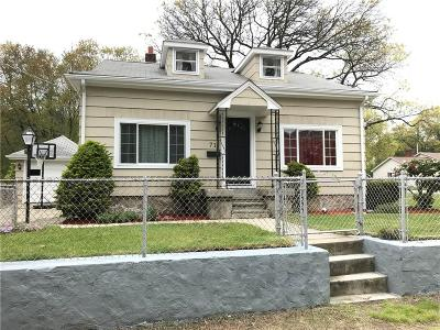 Woonsocket Single Family Home For Sale: 71 Phillips St