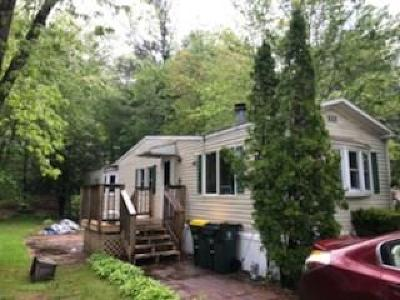 Providence County Single Family Home For Sale: 49 Maplewood Rd