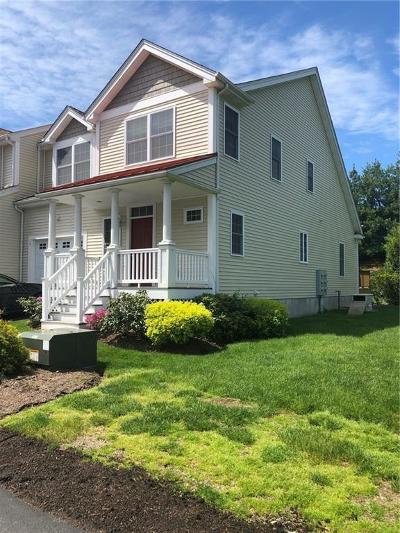 Providence County Condo/Townhouse For Sale: 164 Bear Hill Rd, Unit#13 #13