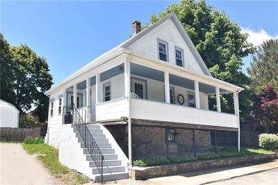 West Warwick Single Family Home For Sale: 132 Prospect Hill Av