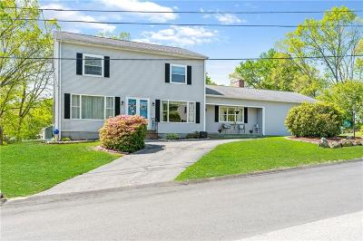 Providence County Single Family Home For Sale: 2 Chestnut Hills Ct