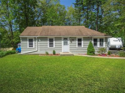 Johnston Single Family Home For Sale: 8 Meeting Dr