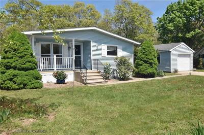 South Kingstown Single Family Home For Sale: 83 Holiday Ct