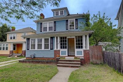Providence RI Single Family Home For Sale: $259,900