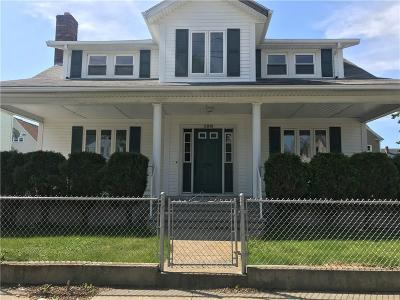 Pawtucket RI Single Family Home For Sale: $269,000