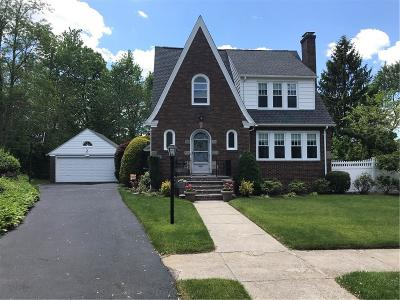 Cranston Single Family Home For Sale: 136 Shirley Blvd