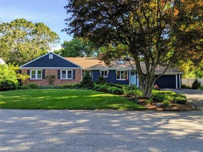 Barrington Single Family Home For Sale: 24 Winthrop Dr